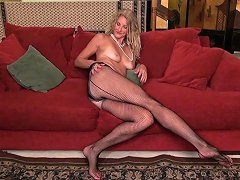 American Milf Phoebe Waters Shares Her Fuckable Pussy Drtuber